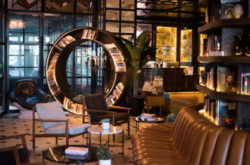 Only You Hotel Atocha · Zona de lectura
